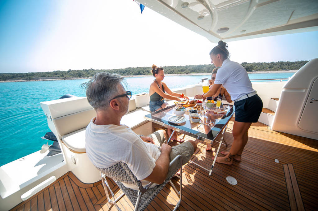 LUXURY CREWED MOTOR YACHT HOLIDAYS