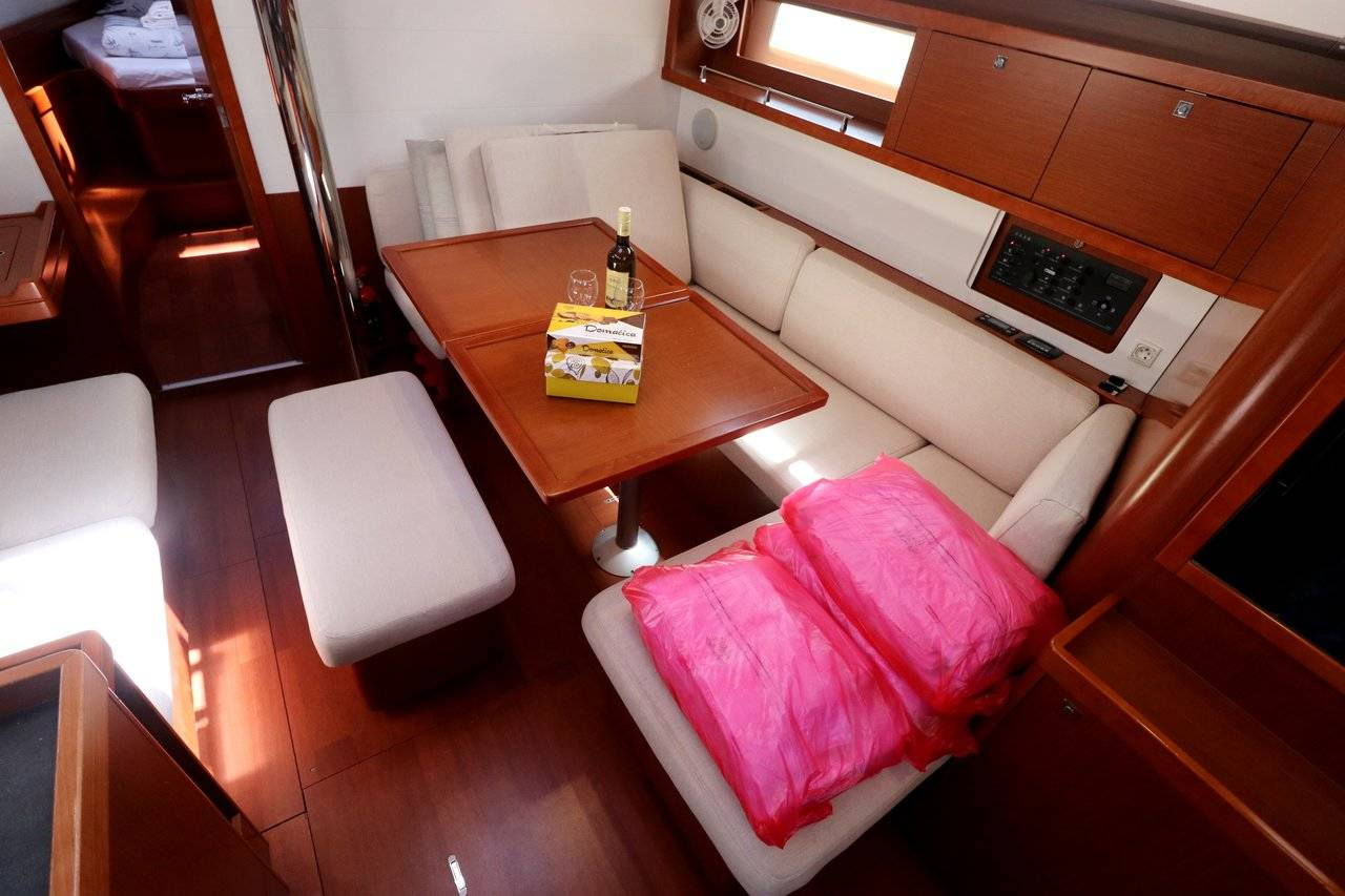 Oceanis 45 Nelly - A/C, GEN - owner's version